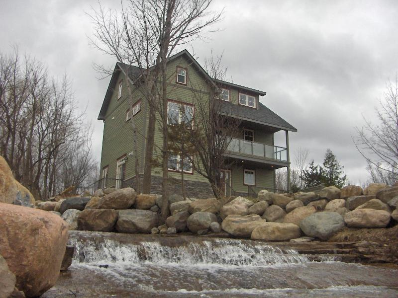 Front view from stream - Shale Beach House,  Blue Mountain Collingwood Ont. - Blue Mountains - rentals