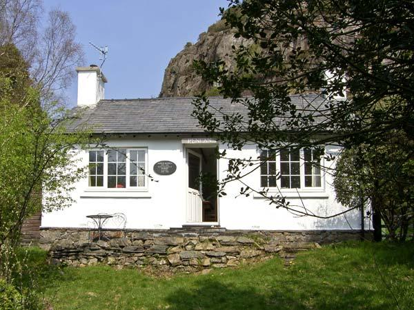 PENLAN, pet friendly, character holiday cottage, with a garden in Beddgelert, Ref 6909 - Image 1 - Beddgelert - rentals