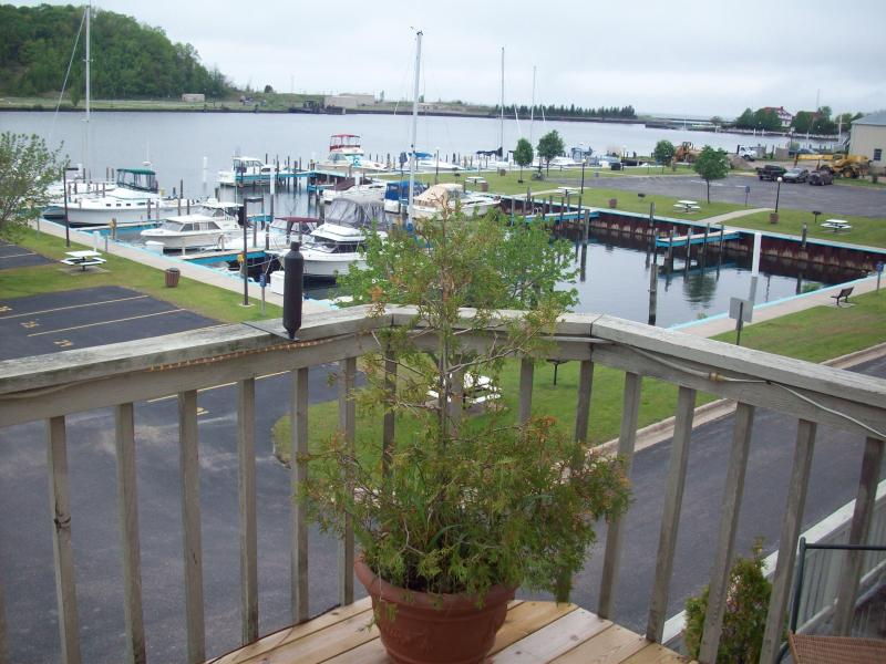 Beautiful Betsie Bay and Lake MIchigan view - Harborview Condo on the Bay in Beautiful Frankfort - Frankfort - rentals
