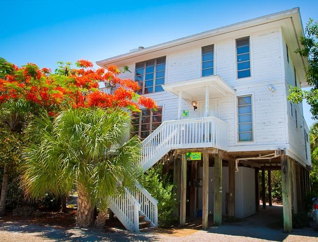 Exterior view - Captiva Retreat at 47 Sunset Captiva - Captiva Island - rentals