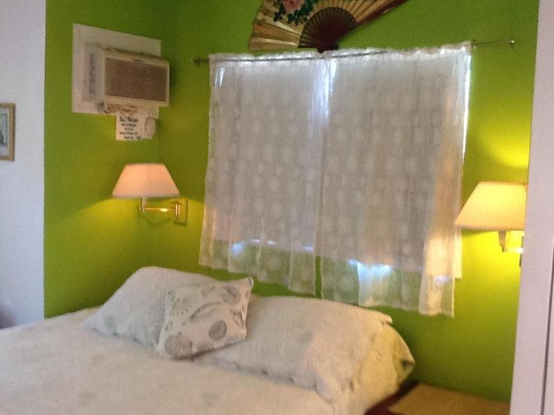 Bedroom - Sea  Shell Studio at Diamonds by the Sea - Freeport - rentals