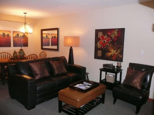 Enjoy a Very Cosy Living & Dining Area - Earl & Cindy Berg - Whistler - rentals
