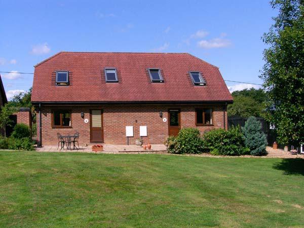 MOLE HILL COTTAGE, romantic, country holiday cottage, with a garden in Alderholt, Ref 6969 - Image 1 - Alderholt - rentals