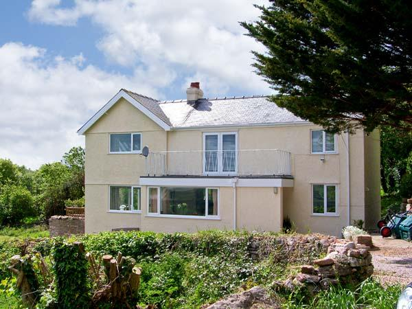 LLECHA, family friendly, country holiday cottage, with a garden in Colwyn Bay, Ref 7103 - Image 1 - Colwyn Bay - rentals