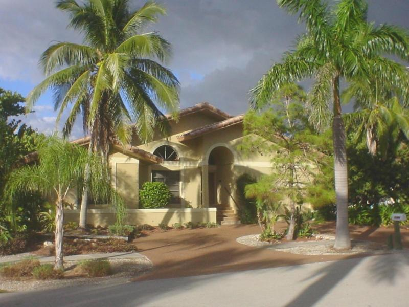 Front of home with circular driveway - Marco Island Chateau waterfront dock pool gardens - Marco Island - rentals