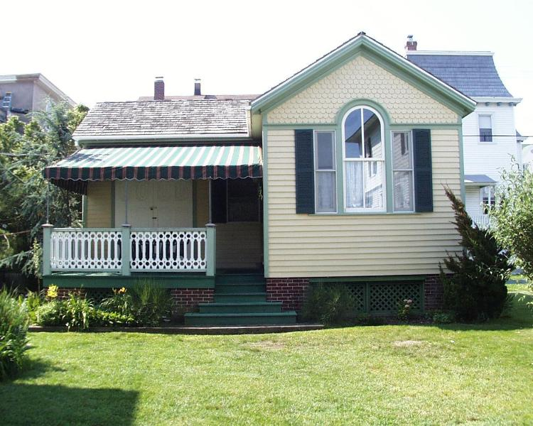 Private, set back from the street - Cottage in Historic Cape May - Cape May - rentals