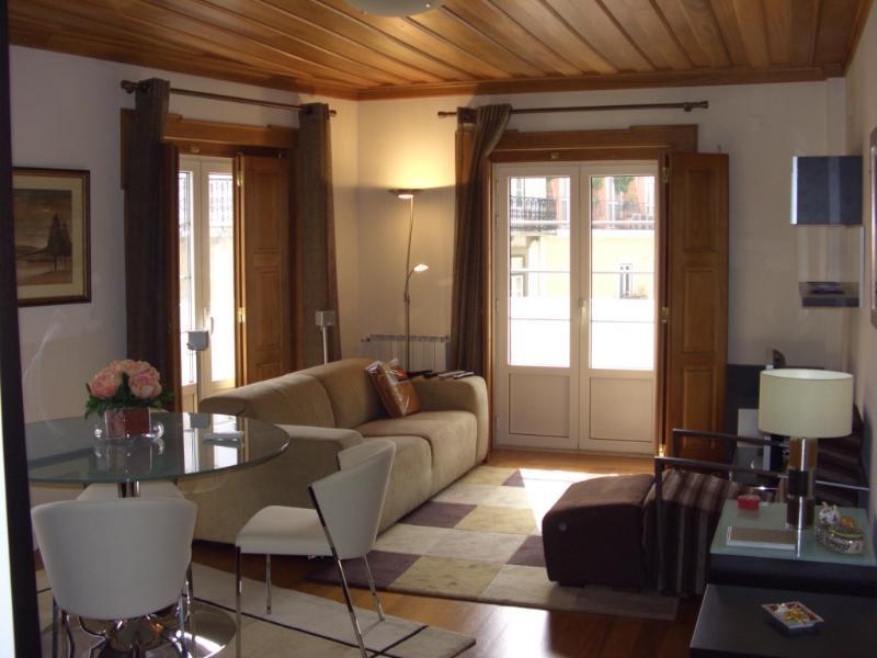 Apartment in Lisbon 205 - Castelo - managed by travelingtolisbon - Image 1 - Lisbon - rentals