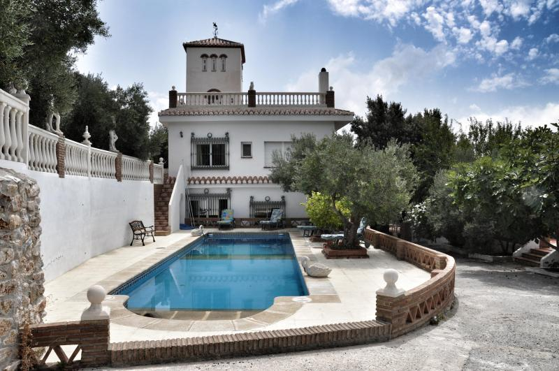 View of the Villa Trastamara and swimming pool - Villa Trastamara en Cazulas - Granada - rentals
