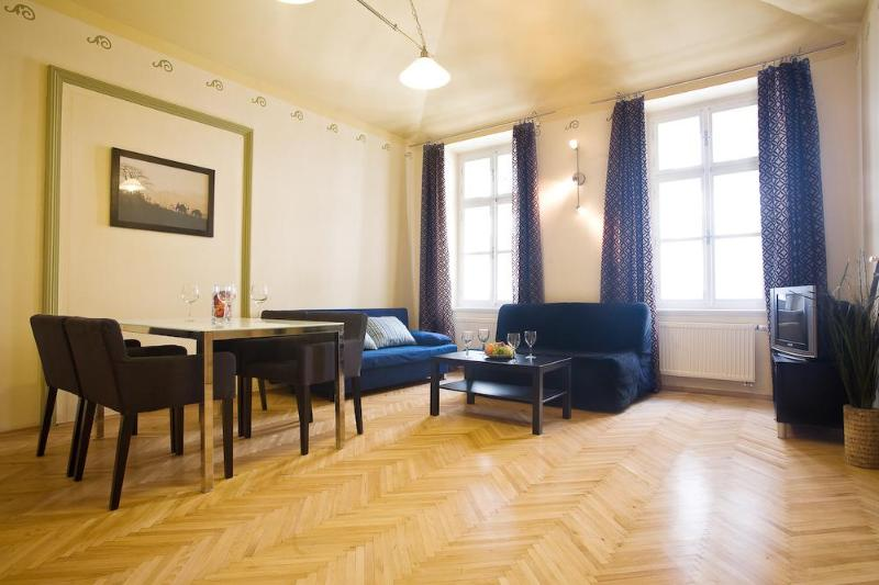 Beautiful 2 BR apartment (70 sqm) with balcony in Old Town next to Charles Bridge for up to 6 people - 2 BR Apartment in Old Town close to Charles Bridge - Prague - rentals