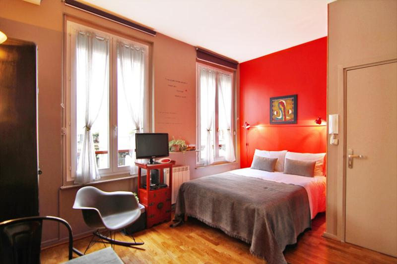 Room-Cerisette with private bathroom & wc - Luxury Design Self-Catering Bed and Breakfast at Maison Zen in Paris - Paris - rentals
