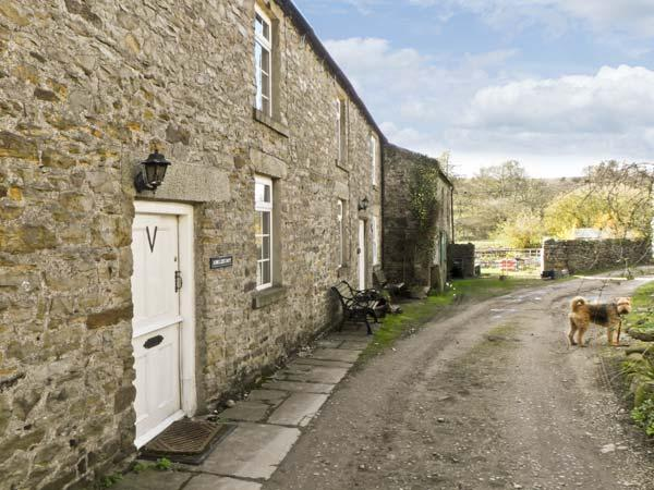ARKLEHURST, pet friendly, WiFi, country holiday cottage in Langthwaite, Ref 7112 - Image 1 - Reeth - rentals