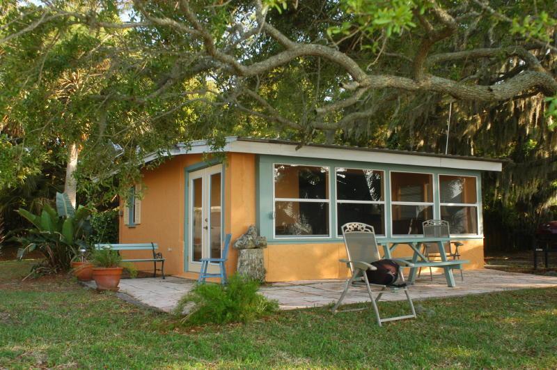 A canopy of live oaks. - V-Ibis Cottage by the Sea - Cedar Key, FL - Cedar Key - rentals