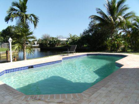 private heated pool (not sharing) - SINGLE FAMILY HOUSE   PRIVATE HEATED POOL & DOCK - Fort Lauderdale - rentals