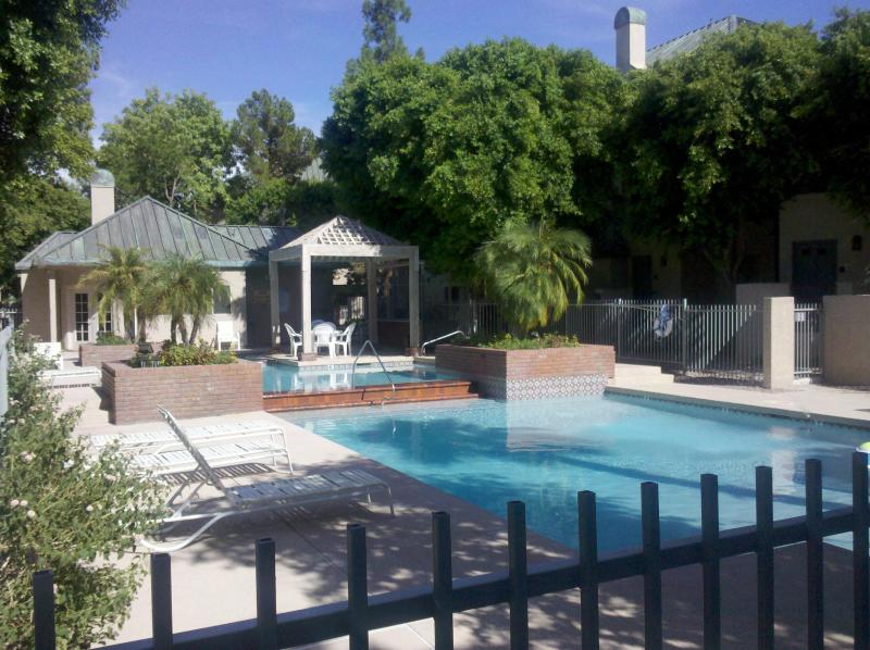 Relax outdoors in the Condo Pool and Spa - Condo in Downtown Phx, Walk to Phx Conv Ctr /$119 - Phoenix - rentals