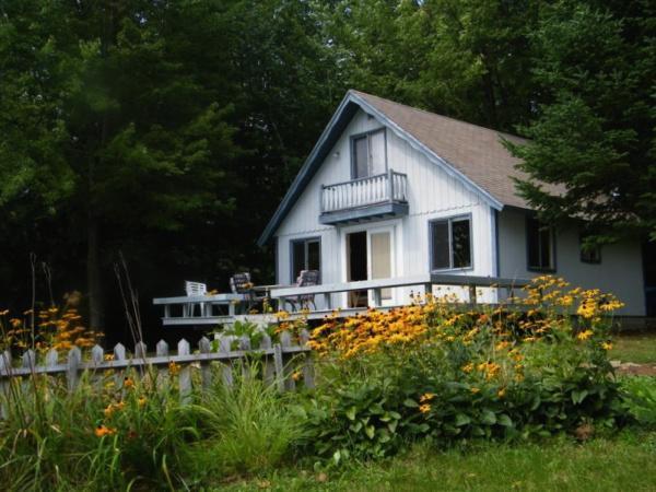 Lake side summer cottage - Image 1 - Middleton - rentals