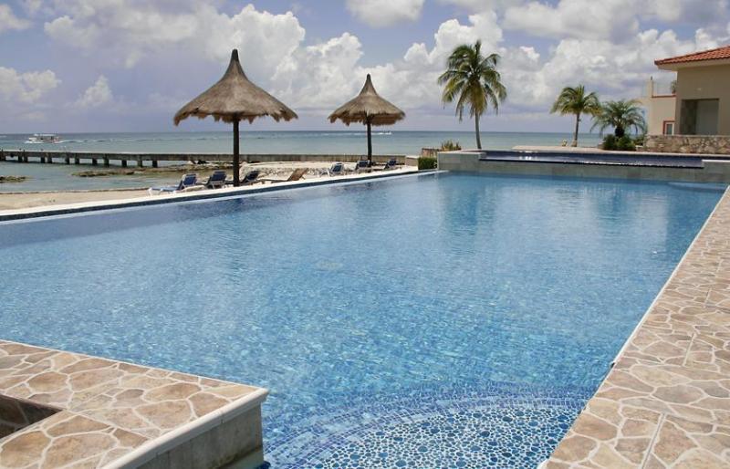 Infinity pool with children's pool - Ocean Front Villa Debra - Luxury ON the Beach - Cozumel Beach House - Cozumel - rentals