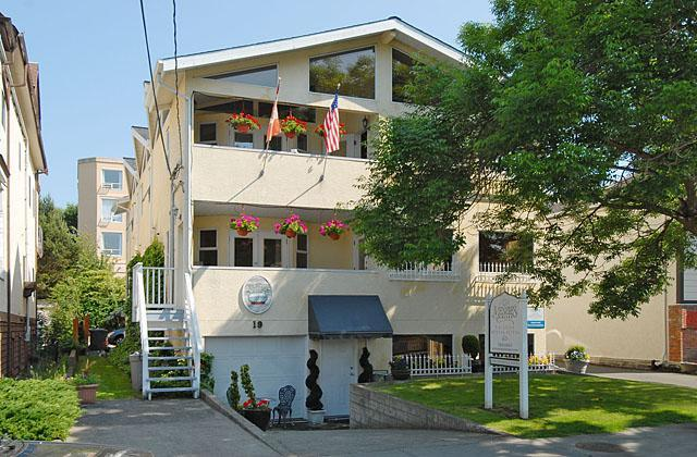 Front view of property - 1 bedroom apartment downtown victoria near ocean - Victoria - rentals