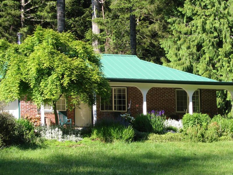 Cozy Cattail Cottage - Cozy Cattail Cottage Coastal Estuary Woodland Home - Reedsport - rentals