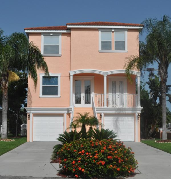 This is the front of our Vacation Home from the Street - 5 Bedroom Luxury Waterfront Home in Tarpon Springs - Tarpon Springs - rentals