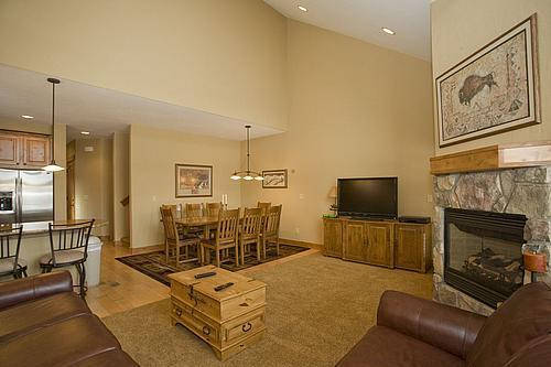 Living Room - Buffalo Lodge 4 BD Townhome, 20% off  thru 6/29 - Silverthorne - rentals