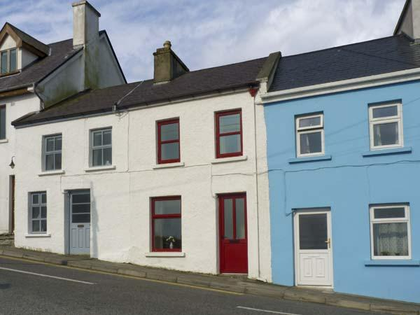 SWEENEY COTTAGE, with a garden in Roundstone, County Galway, Ref 4643 - Image 1 - Roundstone - rentals