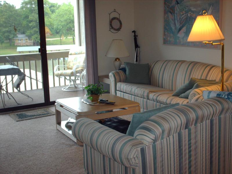 Large open floor plan with Electric Fireplace - 2 Bdr - On The Lake - No  Steps!! - Osage Beach - rentals