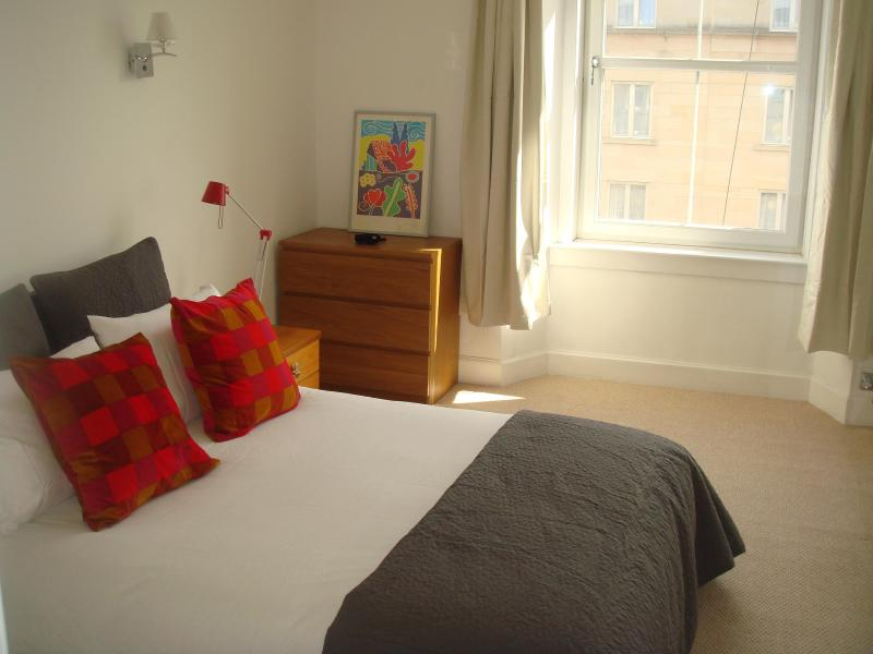 Charming Apartment In Edinburgh City Center - Image 1 - Edinburgh - rentals
