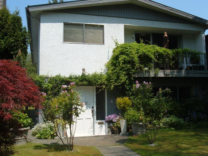 View of the house - FURN. 2BR GARDEN LEVEL SUITE/HSP INT/UTIL/LAUNDRY - Vancouver - rentals