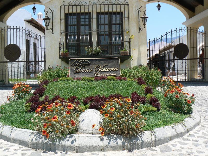 GUARD GATE ENTRANCE TO THE COMMUNITY - Casa De Mis Sueños - Antigua Guatemala - rentals