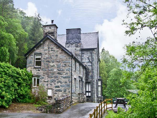 BRYN CEMLYN, pet friendly, country holiday cottage, with a garden in Ganllwyd, Ref 4588 - Image 1 - Ganllwyd - rentals