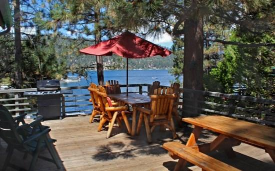 Cozy on Cove Lakefront - breathtaking views - Lounge lakeside at this cozy lakefront vacation cabin with outdoor hot tub and close to shopping in Big Bear. - Big Bear Lake - rentals