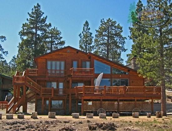 Destros Lakefront - Back of the cabin - Relax in this dog friendly lakefront vacation cabin right with dock access, wifi, and BBQ in Big Bear. - Big Bear Lake - rentals