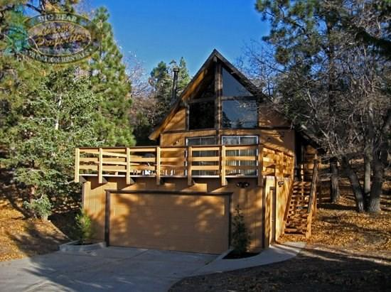 Inspiration Retreat - front of the cabin - A cozy vacation cabin in Big Bear with lakeviews and BBQ over looking Bear Mountain Ski Resort - Big Bear Lake - rentals