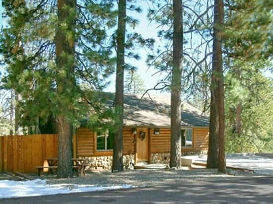 Little Star Lodge - Front of the cabin - A charming dog friendly vacation cabin in Big Bear with gorgeous lakeviews, fenced yard, and wifi. - Big Bear Lake - rentals