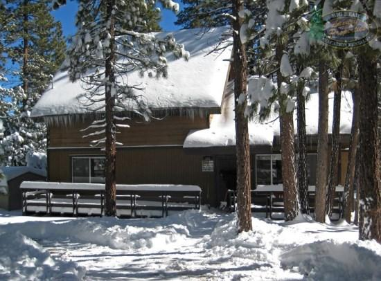 Makin Memories - Front of the cabin WINTER - Makin Memories Cabin relish the peaceful solitude afforded by this secluded Vacation Cabin in Big Bear with outdoor hot tub, wifi, and close to shopping. - Big Bear Lake - rentals
