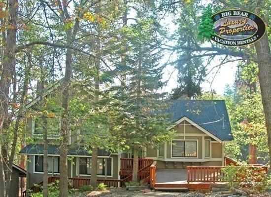 Mountain Pines Lodge - Front of the cabin - Mountain Pines Lodge - 4 Bedroom Vacation Rental in Big Bear Lake - Big Bear Lake - rentals