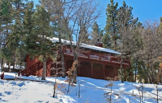 Whispering Heights - Front of the cabin in Winter - Whispering Heights Cabin a fantastic, relaxing vacation cabin in the Moonridge area of Big Bear Lake - Big Bear Lake - rentals