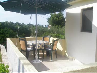 A2(2+2): terrace - 3773 A2(2+2) - Mali Iz (Island Iz) - Mali Iz - rentals