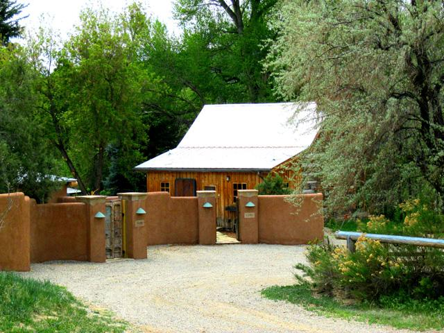 Dramatic approach to compound showing Jordan Cabin inside adobe privacy wall - Jordan Cabin t.a.o.s. - Taos - rentals