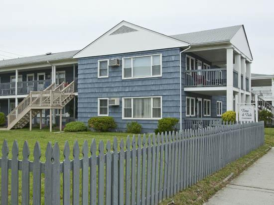 Side fenced yard - Ocean City, MD - Time n Tide Unit #1 (OCEAN BLOCK) - Ocean City - rentals