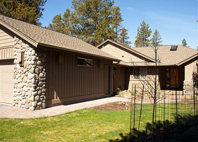 Front view of the home - Pole Peddle Paddle Sunriver Home with Bonus Room and Hot Tub Near Restaurants - Sunriver - rentals