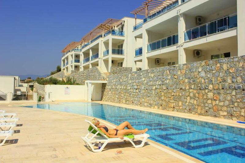 Flipflops 1 bed apartment with stunning sea views - Image 1 - Gulluk - rentals