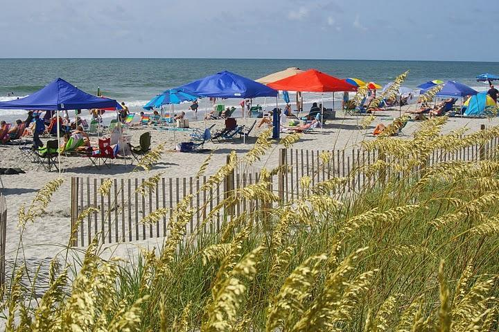 Beach area (includes private area with restrooms and showers) - Family resort, Beach, Pools, WiFi, Myrtle Beach - Surfside Beach - rentals
