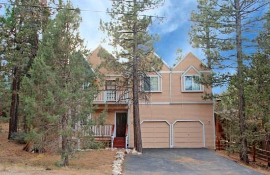 Big Tree Lodge - Front of the cabin - A spacious vacation cabin in Big Bear with BBQ and beauitful views of the forest perfect for family and friends to come together. - Big Bear Lake - rentals