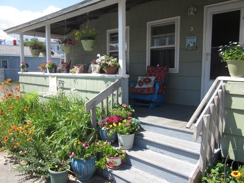Fabulous front porch and gardens - Morning Coffee with a Seabreeze ! Summer 2016? - Hampton - rentals