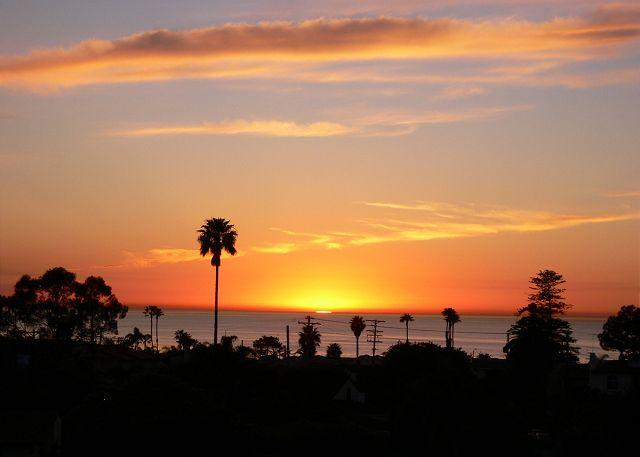 Enjoy the spectacular sunsets from your rooftop deck - Private La Jolla Vacation Rental with Ocean and Sunset Views - La Jolla - rentals