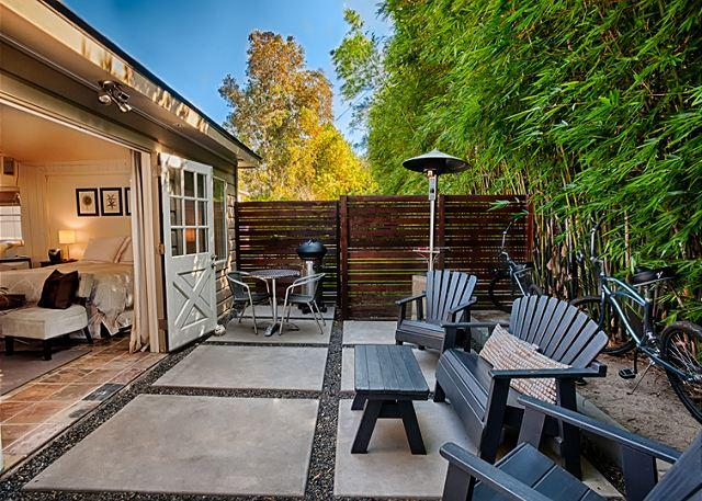 Secluded private outdoor patio w/BBQ and patio furniture. - Secluded Windansea Beach Rental Cottage - La Jolla - rentals