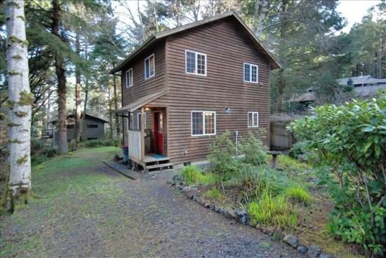 Arbor House exterior  - Arbor House a Cozy Getaway 2 bedroom 1 bath home Sleeps 6 - 39572 - Cannon Beach - rentals