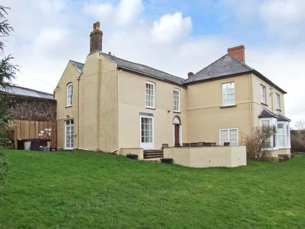 NEWTON LODGE, family friendly, character holiday cottage, with a garden in Welsh Newton Common, Ref 7019 - Image 1 - Monmouth - rentals