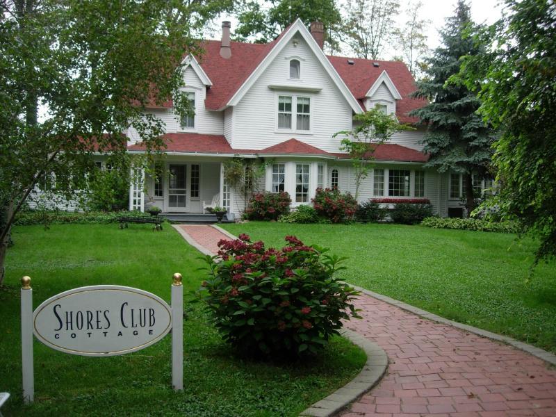 Lake Michigan ShoresClub Cottage - Image 1 - South Haven - rentals